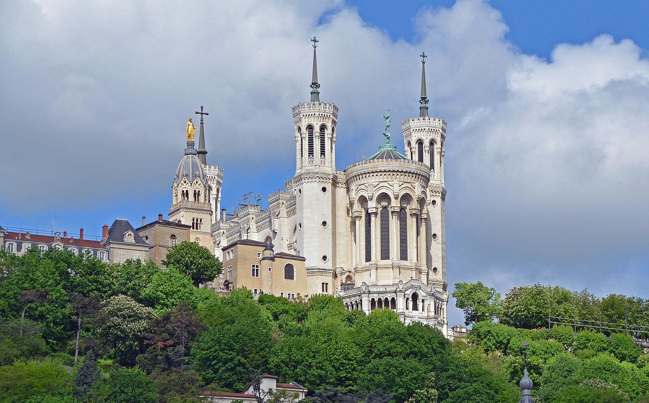 Bazilica Notre Dame de Fourvière din Lyon, Franţa. Foto de Clément Bardot. Sursa Wikipedia.