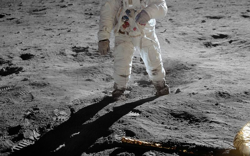 800px-Aldrin_Apollo_11_original