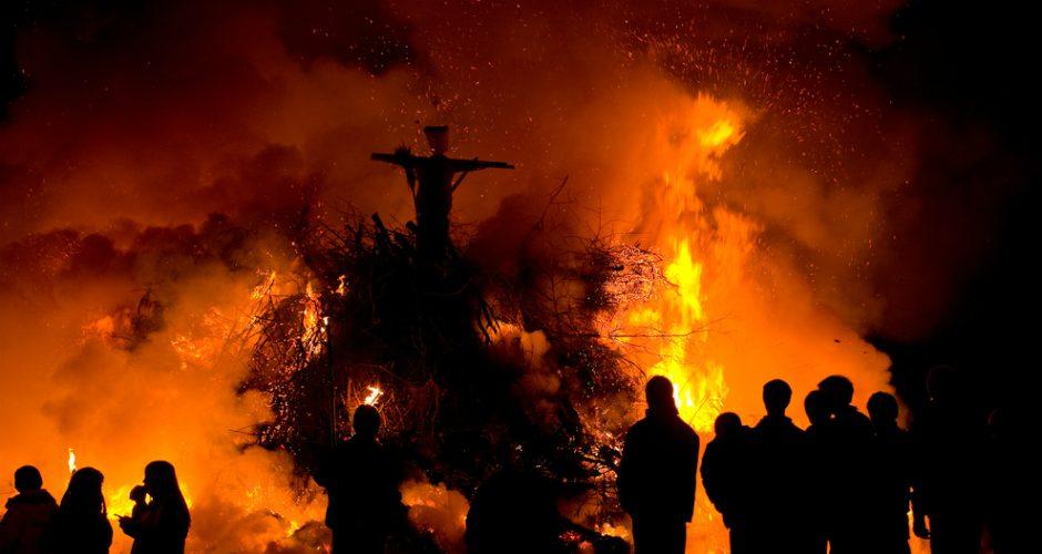 vrajitoare arsa pe rug Witch-burning