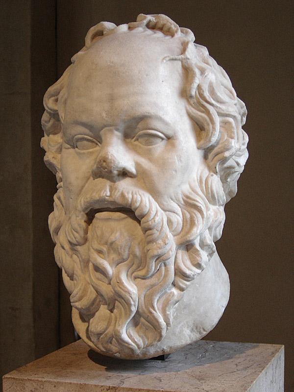 Socrate, marmură, operă romană din secolul I, probabil o copie după un bronz pierdut realizat de Lysippos. Sursă fotografie Eric Gaba, Louvre, Paris, 2015.