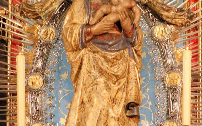 Virgin_de_la_Almudena_-_Catedral_de_la_Almudena