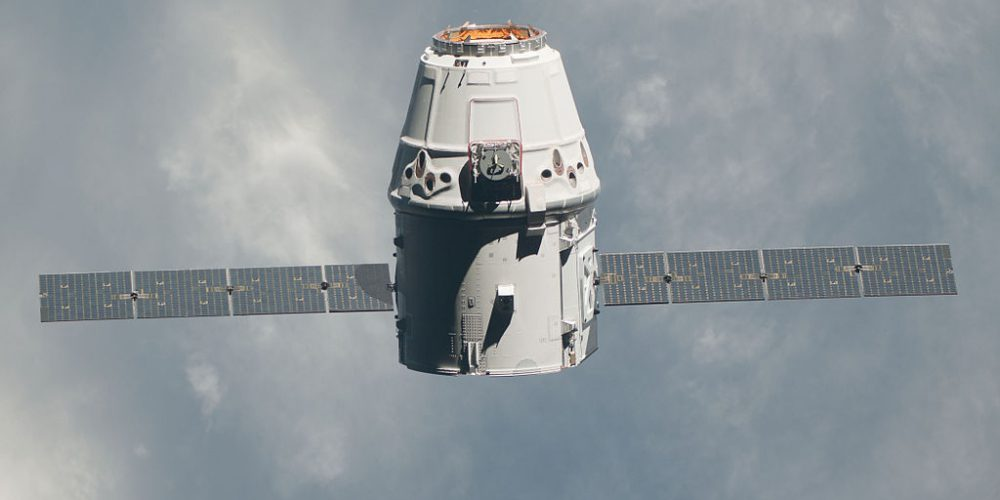 iss-31_spacex_dragon_commercial_cargo_craft_approaches_the_iss_-_crop